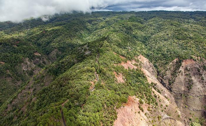 Kauai Blick aus dem Hubschrauber: Makaha Ridge Makaha Ridge Road Luftbild aerial photo