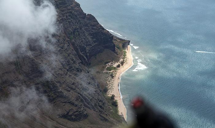 Kauai Blick aus dem Hubschrauber: Pazifik, Na Pali Coast mit dem Milolii State Park Luftbild aerial photo