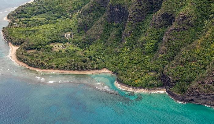 Kauai Blick aus dem Hubschrauber: Pazifik, Ha'ena State Park mit dem Ke'e Beach Luftbild aerial photo