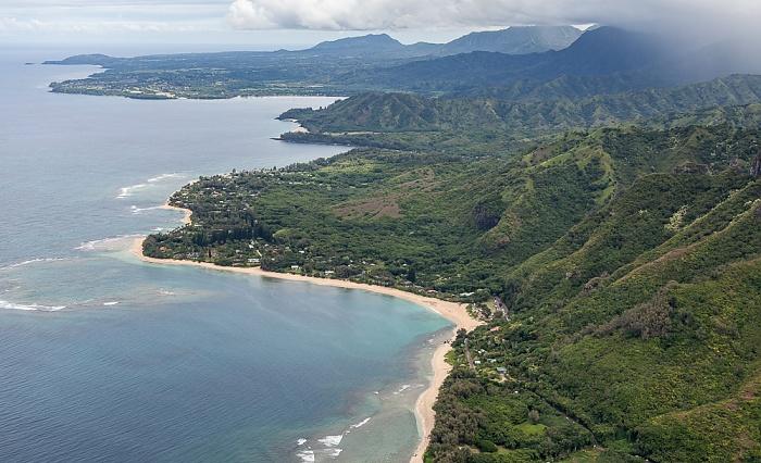 Kauai Blick aus dem Hubschrauber: Pazifik, Maniniholo Bay und Ha'ena Beach County Park Hanalei Bay Luftbild aerial photo