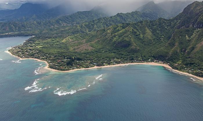 Kauai Blick aus dem Hubschrauber: Pazifik, Maniniholo Bay und Ha'ena Beach County Park Wainiha Bay Luftbild aerial photo