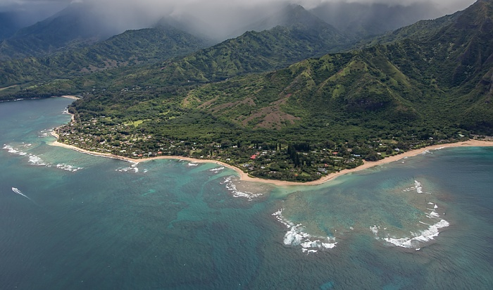 Kauai Blick aus dem Hubschrauber: Pazifik, Halehomaha und Kepuhi Beach Maniniholo Bay Wainiha Bay Luftbild aerial photo