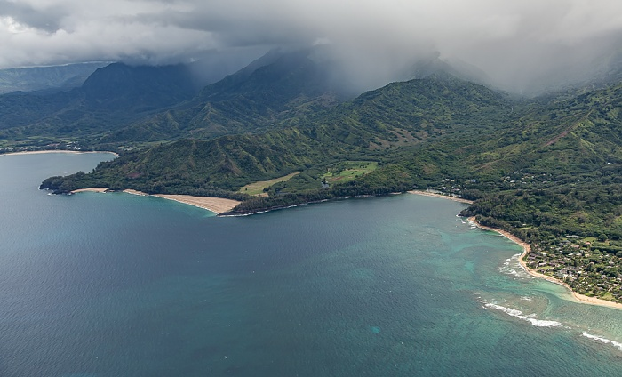 Kauai Blick aus dem Hubschrauber: Pazifik Kolokolo Point Lumahai Beach Makahoa Point Wainiha Bay Luftbild aerial photo