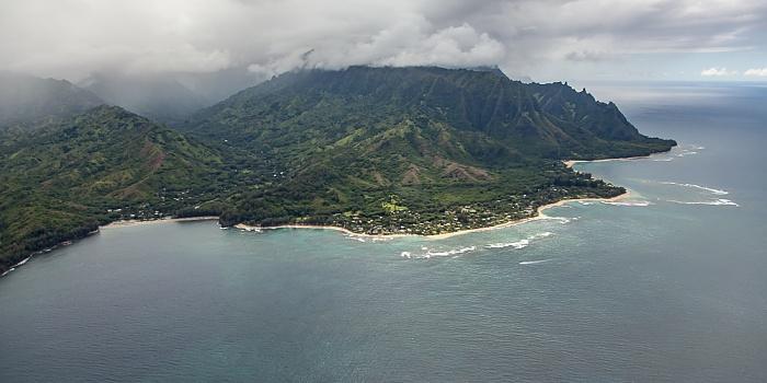 Kauai Blick aus dem Hubschrauber: Pazifik Halehomaha Kepuhi Beach Maniniholo Bay Na Pali Coast Wainiha Bay Luftbild aerial photo