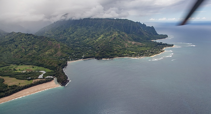 Kauai Blick aus dem Hubschrauber: Pazifik, Wainiha Bay Kolokolo Point Lumahai Beach Na Pali Coast Luftbild aerial photo