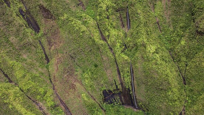 Blick aus dem Hubschrauber: Kawaikini Falls Kauai
