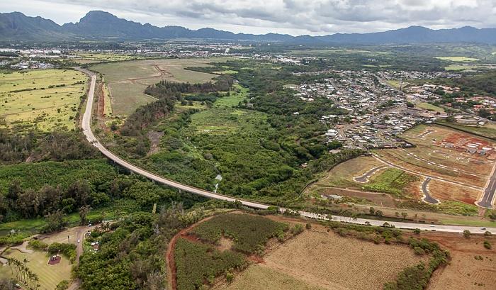 Blick aus dem Hubschrauber: Kapule Highway und Hanamaulu Kauai