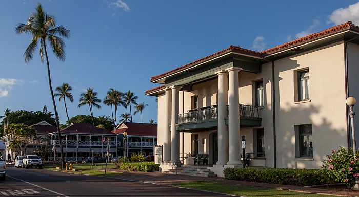 Wharf Street: Old Lahaina Courthouse Best Western Pioneer Inn