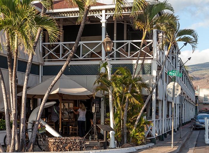 Lahaina Wharf Street / Hotel Street: Best Western Pioneer Inn