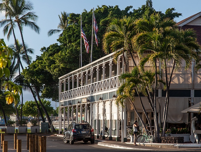 Lahaina Wharf Street: Best Western Pioneer Inn