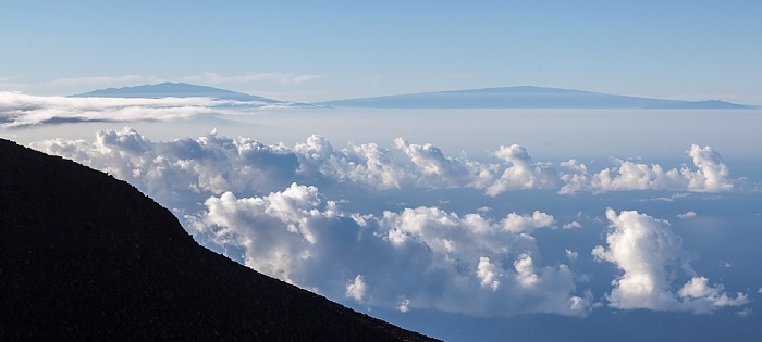 Haleakala National Park Blick vom Red Hill (Pu'u 'Ula'ula): Vulkane Mauna Kea und Mauna Loa auf Big Island
