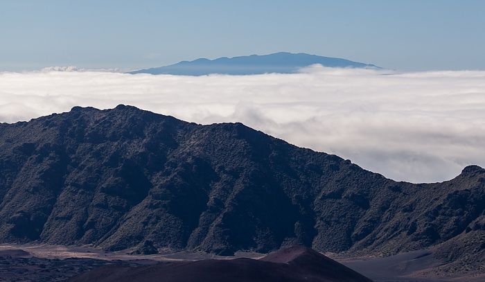 Haleakala National Park Blick vom Leleiwi Overlook: Haleakala Crater (East Maui Volcano), Mauna Kea auf Big Island