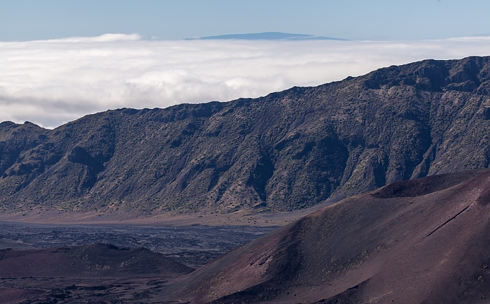 Haleakala National Park Blick vom Leleiwi Overlook: Haleakala Crater (East Maui Volcano), Mauna Loa auf Big Island