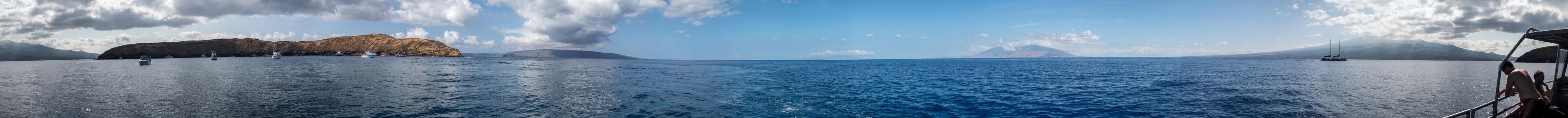 Pazifik. V.l.: Maui, Molokini Crater, Kahoolawe, Lanai, Maui mit den West Maui Mountains und dem Haleakala Molokini