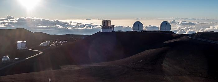 Mauna Kea Mauna-Kea-Observatorium (v.l.): Subaru-Teleskop, Keck-Observatorium (I und II) Caltech-Submillimeter-Observatorium James Clerk Maxwell Telescope