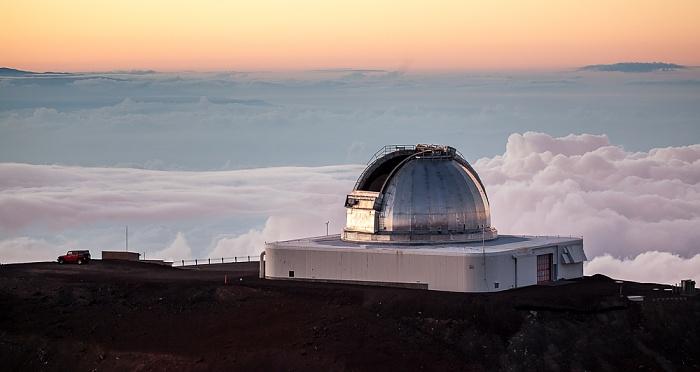Mauna Kea Mauna-Kea-Observatorium: NASA Infrared Telescope Facility (rechts)
