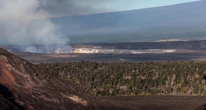 Hawaii Volcanoes National Park Crater Rim Drive: Kilauea Caldera mit dem Halemaumau Crater