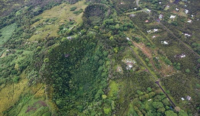 Big Island Blick aus dem Hubschrauber: Pu'ulena Crater Leilani Estates Luftbild aerial photo