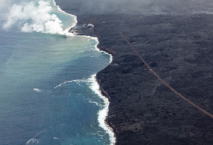 Big Island Blick aus dem Hubschrauber: Pazifik, Kilauea-Lavafelder, Kaimu-Chain of Craters Road Luftbild aerial photo