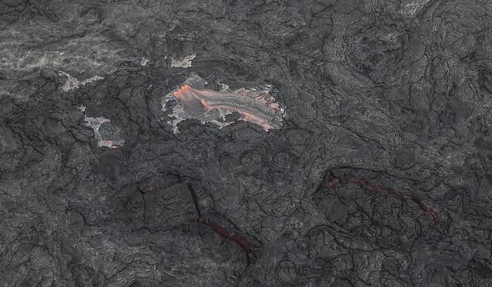 Big Island Blick aus dem Hubschrauber: Kilauea-Lavafelder mit glühender Lava Luftbild aerial photo