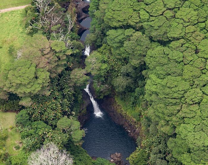 Big Island Blick aus dem Hubschrauber: Wailuku River, Wailuku River State Park Boiling Pots Peepee Falls Luftbild aerial photo