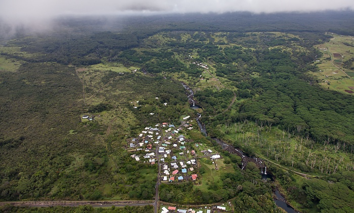 Big Island Blick aus dem Hubschrauber: Pi'ihonua (Hilo) und Wailuku River Akolea Road Luftbild aerial photo