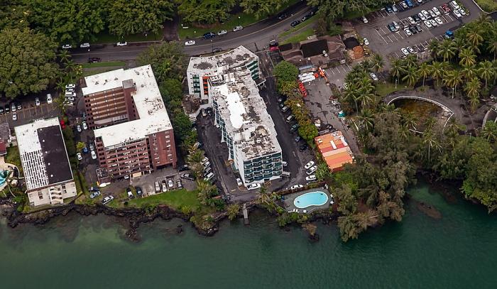 Big Island Blick aus dem Hubschrauber: Hilo Counrty Club Condo Hotel Hilo Reeds Bay Hotel Luftbild aerial photo