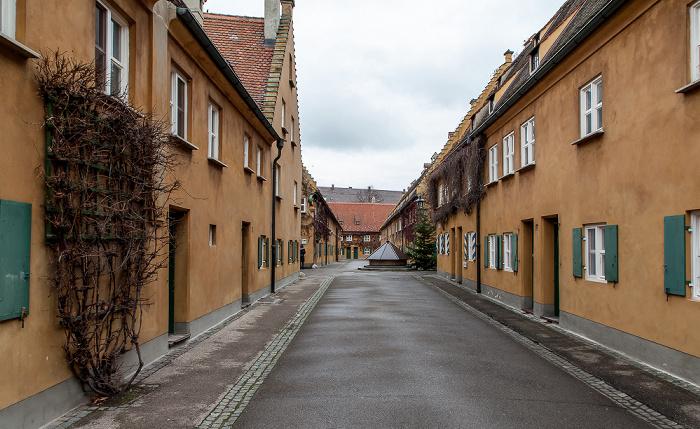 Augsburg Fuggerei: Ochsengasse (vorne) / Mittlere Gasse