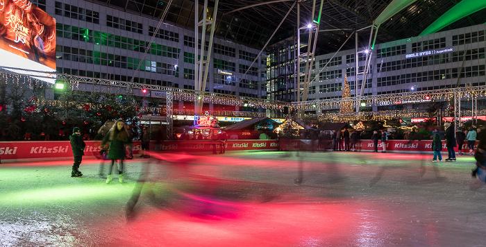 München Flughafen Franz Josef Strauß: Munich Airport Center - Weihnachts- und Wintermarkt: Eisfläche