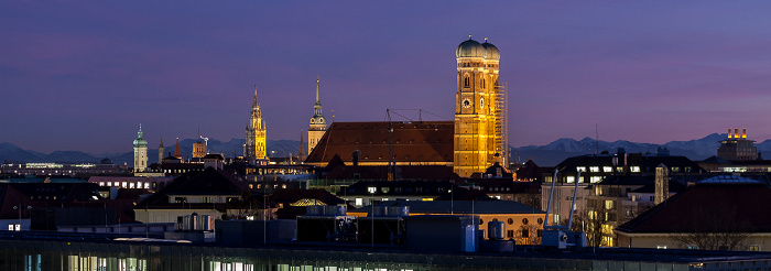 München Blick von der Technischen Universität (Arcisstraße) Alter Peter Frauenkirche Heilig-Geist-Kirche St. Peter Technische Universität