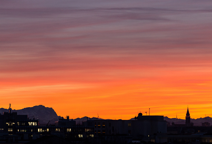 München Blick von der Technischen Universität (Arcisstraße): Alpen mit der Zugspitze Technische Universität