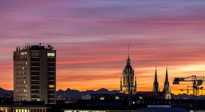 Blick von der Technischen Universität (Arcisstraße): Hotel NH München Deutscher Kaiser und St.-Pauls-Kirche Technische Universität