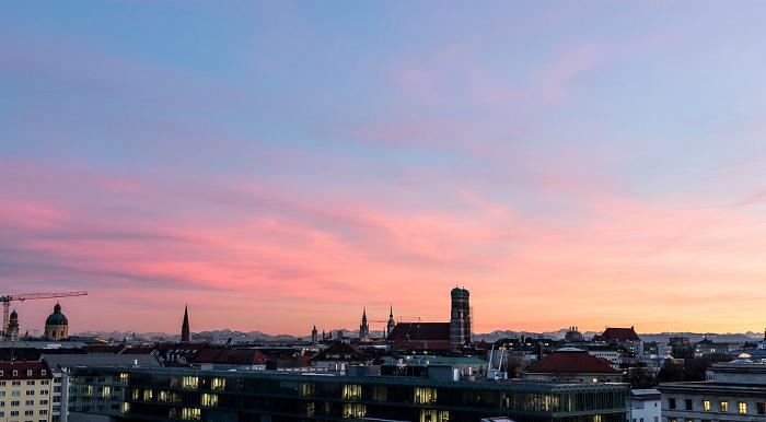 München Blick von der Technischen Universität (Arcisstraße): Theatinerkirche, St. Salvator, Frauenkirche Technische Universität