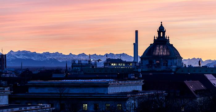 München Blick von der Technischen Universität (Arcisstraße): Kuppel des Justizpalastes Technische Universität