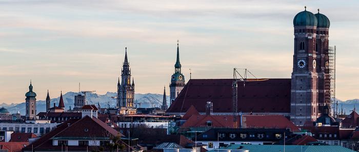 München Blick von der Technischen Universität (Arcisstraße): Frauenkirche Alter Peter Heilig-Geist-Kirche St. Peter Technische Universität