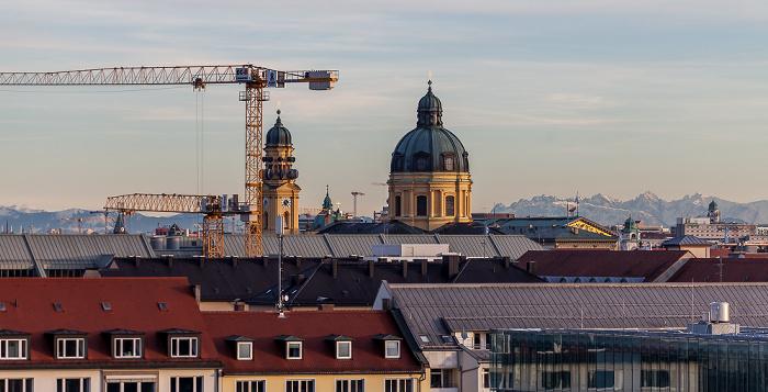 München Blick von der Technischen Universität (Arcisstraße): Theatinerkirche Technische Universität