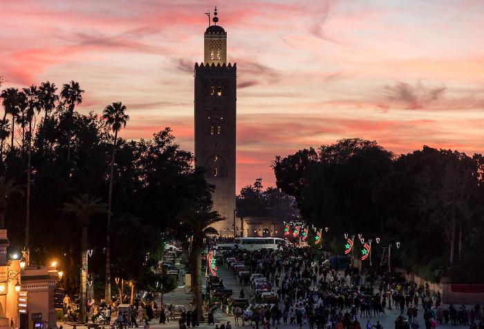 Marrakesch Blick vom Grand Balcon du Café Glacier: Medina mit dem Place Djemaa el Fna und der Koutoubia-Moschee