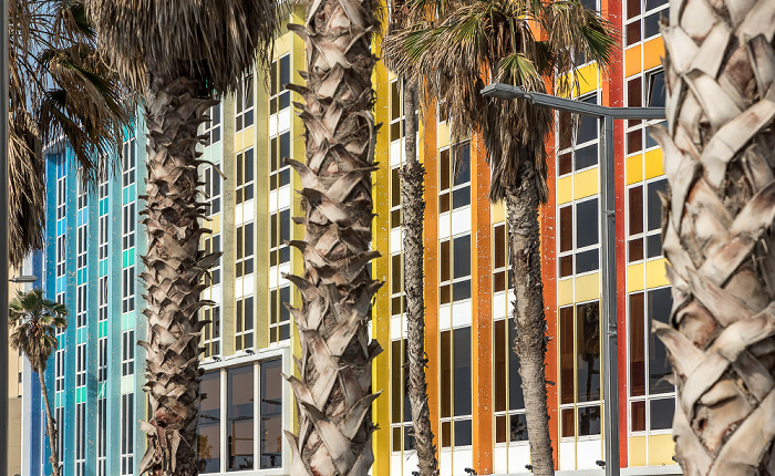 Herbert Samuel Street: Dan Tel Aviv Hotel
