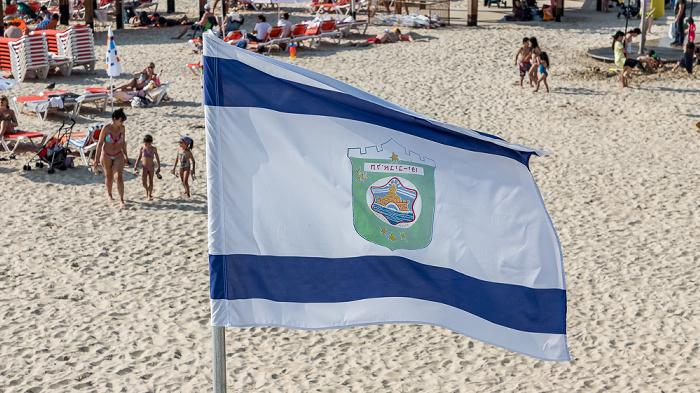 Bograshov Beach: Flagge von Tel Aviv