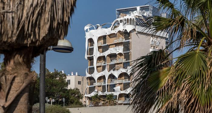 Tel Aviv Eliezer Peri Street: Crazy House