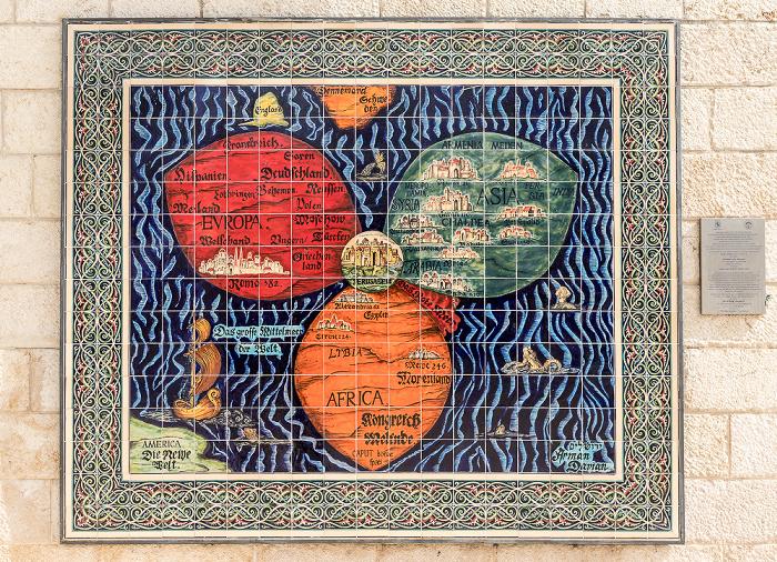 Safra Square / Jaffa Road: Historische Weltkarte mit Jerusalem im Zentrum