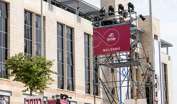 Safra Square: Werbung für den in Jerusalem startenden Giro d'Italia Jerusalem