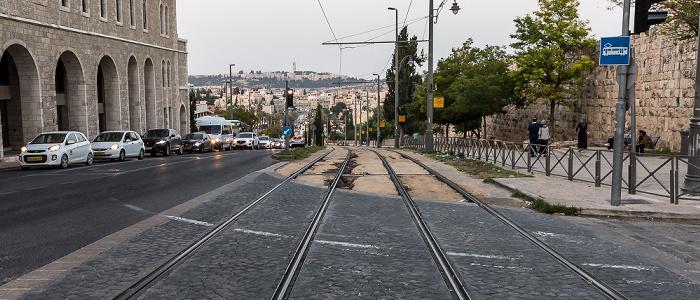 HaTsanhanim Street mit den Gleisen der Jerusalem Light Rail Jerusalem
