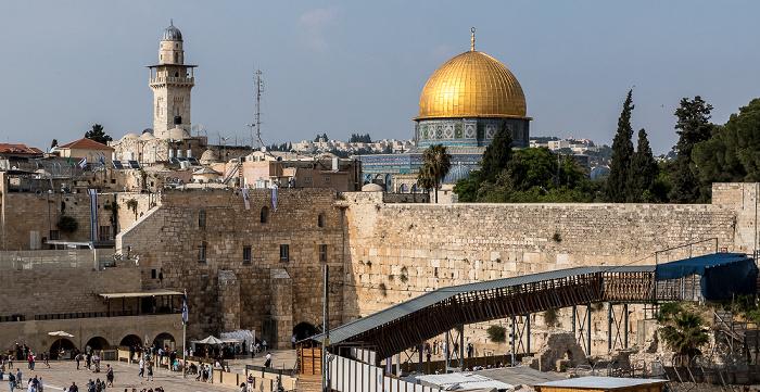 Jerusalem Altstadt: Klagemauer (Westmauer), Tempelberg mit El-Ghawanima-Minarett und Felsendom