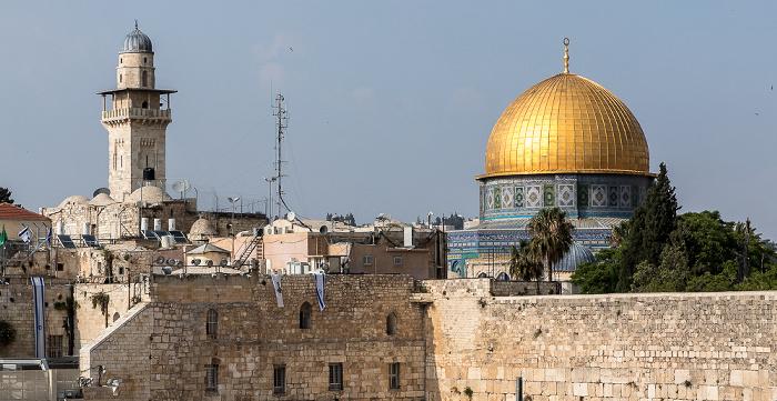 Altstadt: Tempelberg mit El-Ghawanima-Minarett und Felsendom Jerusalem