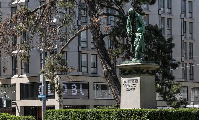 Pestalozzi-Anlage an der Bahnhofstrasse: Johann-Heinrich-Pestalozzi-Denkmal Zürich