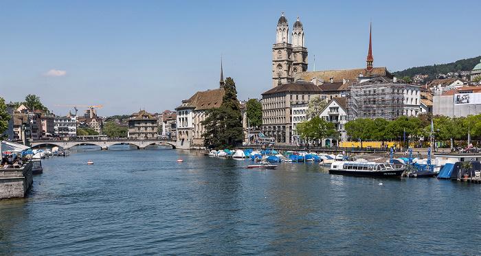 Altstadt - Blick von der Quaibrücke: Limmat, Niederdorf (Dörfli) mit Grossmünster Zürich