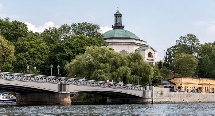 Stockholm Skeppsholmsbron, Skeppsholmen mit Skeppsholmskyrkan (Skeppsholmskirche, Carl Johans kyrka)