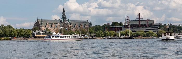 Stockholm Djurgarden: Nordisches Museum (Nordiska museet) (links) und Wasamuseum (Vasamuseet)