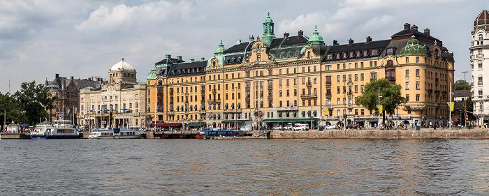 Stockholm Östermalm: Strandvägen - Königliches Dramatisches Theater (links) und Kvarteret Bodarna